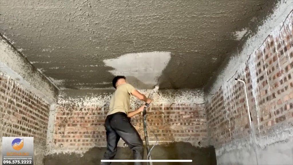 Phun trần nhà bằng máy phun vữa